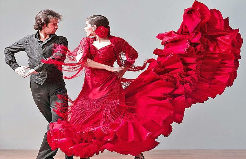 لباس فلامنکو، لباس سنتی زنان اسپانیا