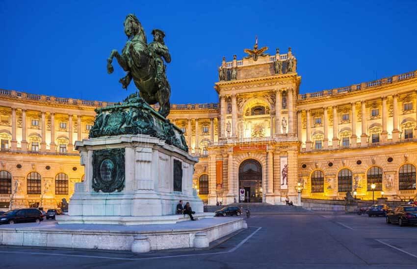 جاذبه های گردشگری اتریش - کاخ هابسبورگ