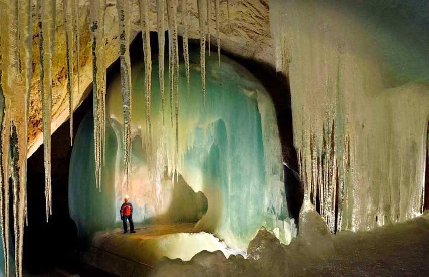 جاذبه های گردشگری اتریش - قصر یخی در غارهای ایسریسنولت Eisriesenwelt