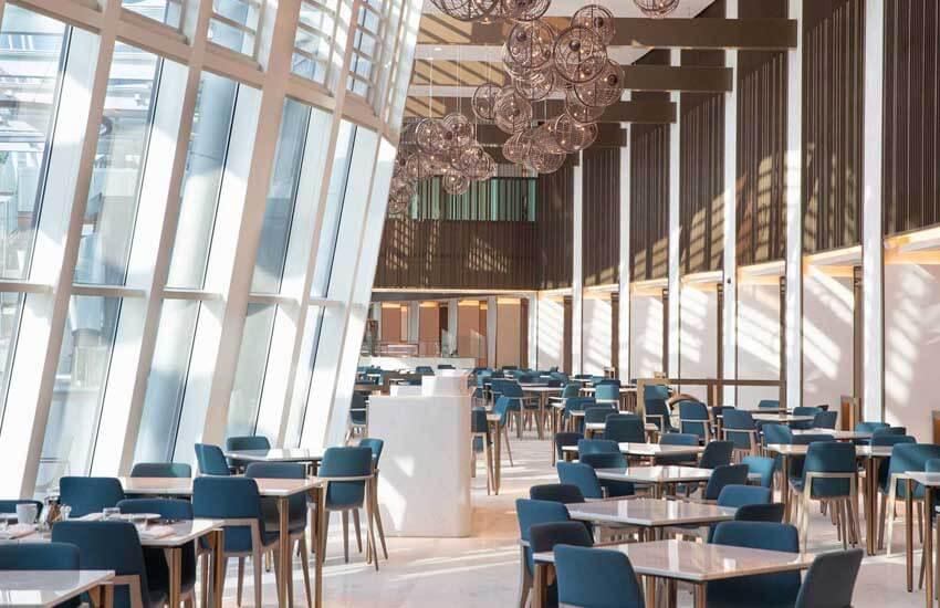 هتل جمیرا دبی، هتلی مواج در کنار ساحل(Jumeirah Beach Hotel)